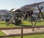 Die Spielplätze in Montlingen und Eichenwies entsprechen nicht mehr den heutigen Anforderungen an die Sicherheit. (Bild: pd)