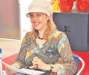 Die Karikaturistin Corinne Sutter mit Freude am Werk.