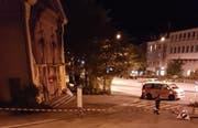 Vor der offenen Kirche in St.Gallen wurde der Koffer gefunden. Die Polizei hat die Gegend zur Sicherheit weiträumig abgesperrt. (Bild: FM1Today-Reporter)