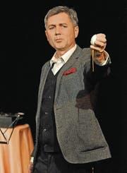 Eier als Metapher: Volker Ranisch erzählte die tragikomische Geschichte von Kurt Schwitters «Auguste Bolte». (Bild: Michael Hug)