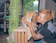Evi Geisselhardt hat in ihrer Tierpension in Lichtensteig ein grosses Paradies für Katzen geschaffen. (Bild: Thomas Geissler)