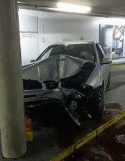 Das Auto des Unfallverursachers erlitt einen Totalschaden. (Bild: Kapo SG)