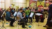 Die Musikgesellschaft Harmonie Lichtensteig übte unter Dirigent Urs Wieland Stücke von verschiedenen Stilrichtungen ein. (Bild: PD)