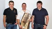 Von links: David Roth (neuer Präsident), Werner Gähler (neues Ehrenmitglied) und Simon Albisser (neuer Vize-Präsident). (Bild: PD)