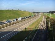 Aktuelle Stau-Situation Höhe Münchwilen. Die gestauten Autos kommen von Richtung Zürich. (Bild: Simon Dudle)