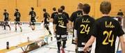 Die Gators gedachten vor dem Match ihrem erst 25-jährig verstorbenen Kollegen Lucas «Lulu» Rüesch. (Bild: Lars Tinner)