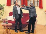 Sieger (Linus Rusch) bedroht von Gauner Brutelli (Franco Pierri). (Bild: Stefan Feuerstein)
