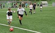 Kampf um den Ball: Die Gewinner qualifizieren sich für den kantonalen CS-Cup. (Bild: Leonardo Da Riz)