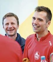 Präsident Jürg Schadegg und Spielertrainer Iztok Utrosa freuen sich.