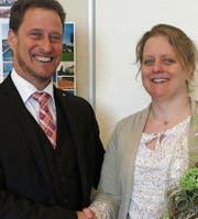 Die frischgewählte Bianca Gordon wird von Präsident Hanspeter Rohner willkommen geheissen (Gabi Baumgartner fehlt auf Bild). (Bild: pd)