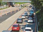 Kurz vor 16.30 Uhr ist der Verkehr auf der A1 im Baustellenbereich auf Höhe des Grenzübergangs St. Margrethen-Höchst ins Stocken geraten. (Bild: Kurt Latzer)