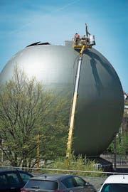 Der Abbruch der Erdgasspeicher im Schellenacker dauert maximal zwei Monate. (Bild: Ralph Ribi)