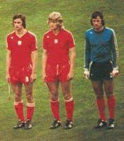 An der WM 1974 in Deutschland war Jerzy Gorgon (Mitte) zusammen mit Wladyslaw Zmuda (links) und Torhüter Jan Tomaszewski der Rückhalt der polnischen Mannschaft. Die Olympiasieger wurden WM-Dritte. (Bild: pd)