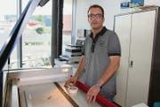 Mario Schmitt in seiner Digitaldruck-Firma: «Ich konzentriere mich vorerst auf meine Gesundheit und auf das Unternehmen.» (Bild: Hans Suter)