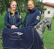 Die beiden Vereinsmeisterinnen Nicole Jakob (l.) und Jennifer Hödl posieren gemeinsam. (Bild: pd)