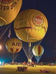 Die Ballone werden nicht gemeinsam, sondern nacheinander in den Nachthimmel hinein abheben. Begleitet werden sie dabei von der jeweiligen Nationalhymne, die von der Musikgesellschaft Harmonie Ebnat-Kappel live vorgetragen wird. (Bild: pd)