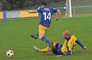 Wenn am Sonntag in Sirnach gespielt werden kann, wird der FC Uzwil (gelb) in diesem Jahr erstmals wieder auf Naturrasen spielen. (Bild: Urs Nobel)