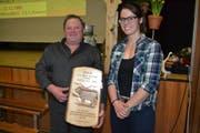 Braunviehzüchter Hans Bleiker aus Krinau mit der Braunviehkönigin Patrizia Hobi, Flums-Hochwiese. (Bild: Adi Lippuner)