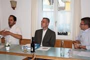 Engagierte Diskussion: Dario Sulzer, Gesprächsleiter Urs M. Hemm sowie Simon Seelhofer (von links). (Bild: Stefan Füeg)