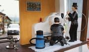 Das neue Windrad am Windrädliweg in Tufertschwil porträtiert den Beruf des Kaminfegers. (Bilder: pd)