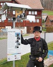 Boris Hunziker mit dem Windrad des Kaminfegers.