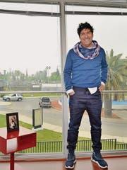 «Meine Trainerkarriere in der Schweiz starten? Warum nicht!»: Ivan Zamorano in seinem Büro in Santiago. (Bild: Lorena Weber)