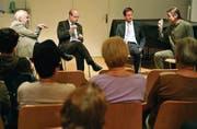 Gestenreiche Glockendiskussion: Guido Corazza, Martin Würmli, Peter Hettich, Samuel Büechi (von links). (Bild: Reto Martin)