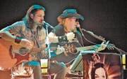 Mich Kehl und Andi Fässler: Als Acoustic Diamonds singen die zwei Hardrocker aus Kriessern Rockklassiker, die jedes Fest zu einem tollen Fest machen. «In der Hauptstadt des feinsten Biers» (Kehl) erst recht. (Bild: Max Tinner)