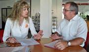 Brigitte Lüchinger, Präsidentin des Arbeitgeberverbands Rheintal, sieht die Wirtschaft bei einer Annahme der Reform stark unter Druck, während Thomas Ammann, Nationalrat CVP, die Sicherung der Renten und die neue Flexibilität hervorhebt. (Bild: Andrea C. Plüss)