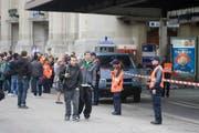 Wegen einer anonymen Bombendrohung hat die Polizei den Bahnhof St.Gallen gesperrt. (Bild: Michel Canonica)