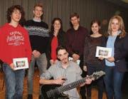 Ausgezeichnet (von links): Nicolà Gantenbein, Julian Markl, Cilgia Franck, Robin Näf, Chiara Ermanni, Sina Gmünder und David Mühlethaler. (Bild: Thomas Geissler)