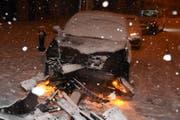 Auf der Ringstrasse in Gossau rutschte ein Autolenker mit seinem Wagen über den rechten Fahrbahnrand hinaus. Der 44-jährige blieb unverletzt. (Bild: Kapo SG)