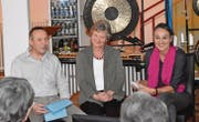 Werner und Franziska Manser berichten im Gespräch mit Cristina De Biasio von der Alzheimervereinigung von ihrem Alltag (von links). (Bilder: Urs M. Hemm)