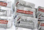 Bald keine Konkurrenten mehr: Die «Rheintalische Volkszeitung» und «Der Rheintaler» werden ab 1. Januar 2011 von der Rheintal Verlag AG herausgegeben – einer neuen Firma, an der rva und rdv beteiligt sind. (Bild: Gert Bruderer)