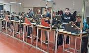 Schülerinnen und Schüler der Oberstufenzentren Oberriet und Montlingen beteiligten sich am Wettschiessen in der Schiessanlage Blatten in Oberriet. (Bild: pd)