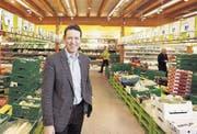 CCA-Geschäftsleiter Martin Angehrn in einem seiner neun Abholmärkte für Grossverbraucher. (Bild: PD)