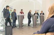 Kaspar Surber, Thomas Wepf, Barbara Gysi, Moderator Stefan Keller sowie Thomas Minder und Lukas Reimann im Hofkeller. (Bild: Hanspeter Schiess)