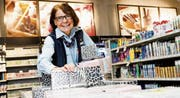 Verena Forrer ist Wattwilerin durch und durch: Hier wurde sie geboren, hier wohnt sie, und seit 40 Jahren arbeitet sie bei Coop. (Bild: PD)