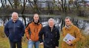 Widmen sich dem Naturschutzgebiet Felbenmaadbüchel: Von links: Landwirt Niklaus Loher sowie die Mitglieder der Naturschutzkommission Roger Dietsche, Beni Heeb (Präsident) und Harald Herrsche. (Bild: Angelika Rieger)