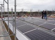 Blick auf die installierte Fotovoltaikanlage auf dem Dach der Alters-siedlung Feld. (Bild: PD)