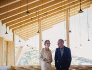 Einweihung neues Restaurant auf dem Chäserrugg: Melanie Eppenberger mit Architekt Pierre de Meuron bei der Besichtigung (Bild: Urs Bucher (Urs Bucher))