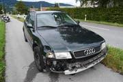 Der beschädigte Wagen des Unfallverursachers. (Bild: Kapo SG)