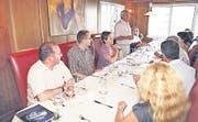 Die Mitarbeitenden feierten das Jubiläum im Restaurant Burg in Au. (Bild: pd)