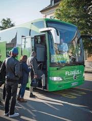 Französisches Kennzeichen, internationaler Fahrplan: Ein Flixbus hält an der Lagerstrasse. (Bild: Ralph Ribi)
