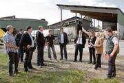 «Emissionen Optimieren»: (v. l.) Markus Bänziger (Heimatschutz SG/AI); René Altherr (Bauverwalter, Widnau); Urs Hollenstein und Christophe Fluri (Anwohner, Widnau); Peter Nüesch (Landwirt Tratthof, Widnau); Patrick Spirig (Bauverwalter Diepoldsau), Karl Köppel (Präsident Ortsgemeinde Widnau), Andrea Moschen-Hanselmann (Ratsschreiberin Diepoldsau), Roland Wälter (Gemeindepräsident Diepoldsau), Stefan Britschgi, VR-Präsident Rhy Biogas AG. (Bild: René Schneider)