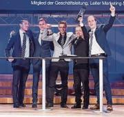 Das Siegerteam Marktforschung (von links): Raffaele Vignacastrisi, Matthias Nideröst, Manuel Bayer, Projektleiter Marco Otti und Ramon Beerli. (Bild: Urs Bucher (Urs Bucher))