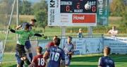 Der erstmals beim FC Sirnach in einem Meisterschaftsspiel im Fanionteam eingesetzte Torhüter Lionel Zefi (grünes Shirt) ersetzte den verletzten Gabriel Akin souverän und trug seinen Beitrag zum Erfolg bei. (Bild: Urs Nobel)