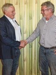 Landwirt und SVP-Kantonsrat Walter Freund (links) hat das Präsidium des VPKH an Hans Graf abgegeben. (Bild: Kurt Latzer)