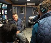 Beni Giger im Fokus der Kamera bei einem Interview mit einer koranischen Journalistin. (Bild: PD)