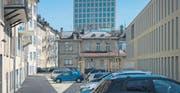 Eine ungewohnte Sicht aufs spanische Klubhaus und die Fachhochschule: Hinter dem neuen Schulgebäude KV Ost (rechts) wird parkiert. (Bilder: Ralph Ribi)